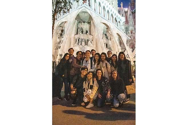 Outside-La-Sagrada-Familia,-Barcelona.jpg